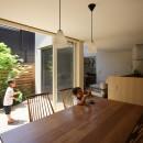 箕面 中庭のある住まいの写真 食堂
