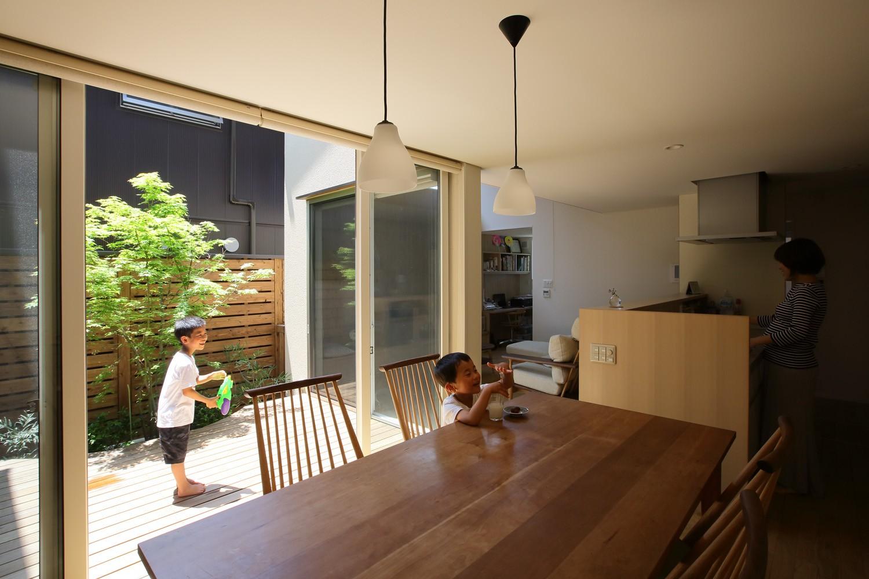 リビングダイニング事例:食堂(箕面 中庭のある住まい)