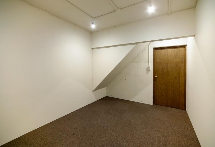 raita 特徴的なRC空間を活かし シンプルかつおしゃれにデザインした戸建テラスリノベの写真 部屋1