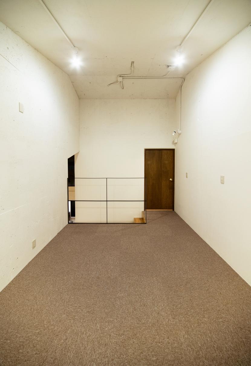 raita 特徴的なRC空間を活かし シンプルかつおしゃれにデザインした戸建テラスリノベの写真 部屋2
