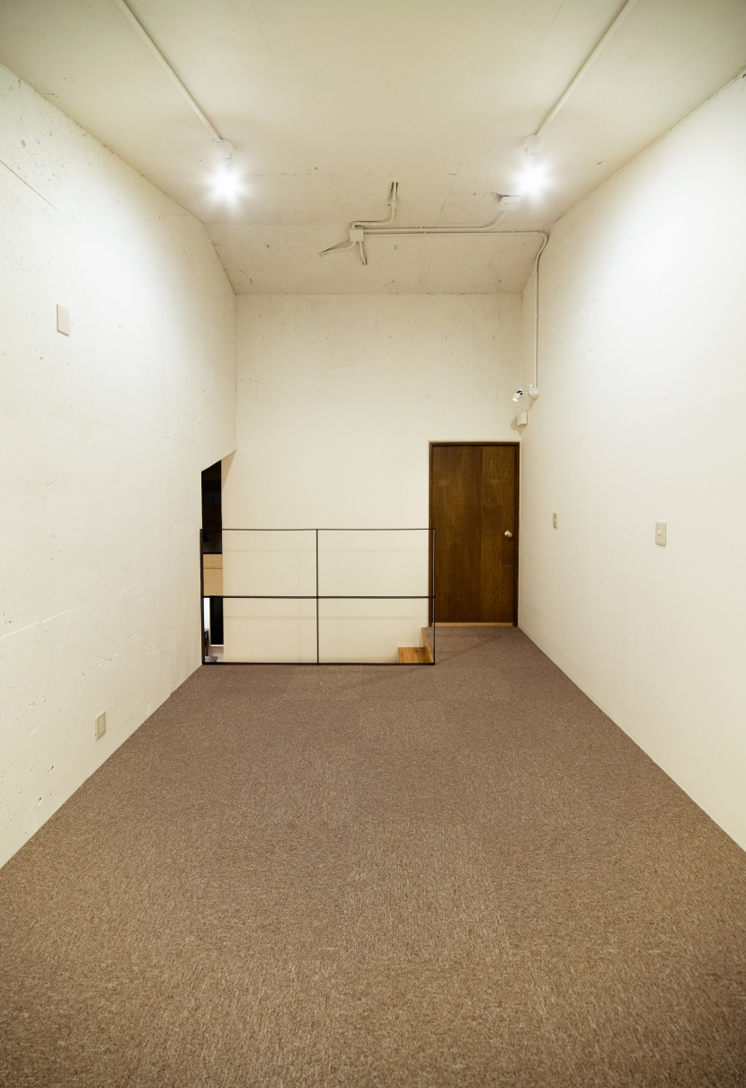 raita 特徴的なRC空間を活かし シンプルかつおしゃれにデザインした戸建テラスリノベの部屋 部屋2