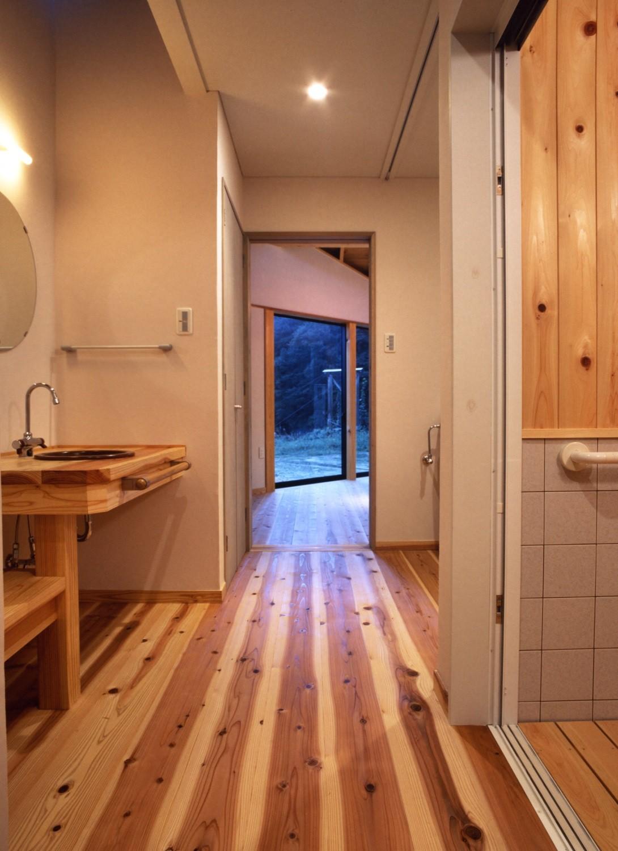 バス/トイレ事例:通り抜けのサニタリー(みどりの健康住宅)