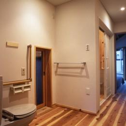 みどりの健康住宅 (通り抜けのサニタリー)