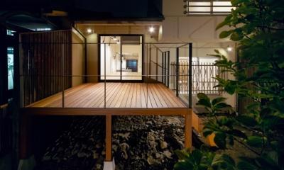 raita 特徴的なRC空間を活かし シンプルかつおしゃれにデザインした戸建テラスリノベ (テラス)