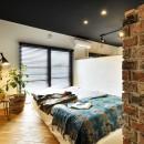 築40年のマンションをNYスタイルに 男前ブルックリンハウスの写真 プライベート空間を確保した寝室