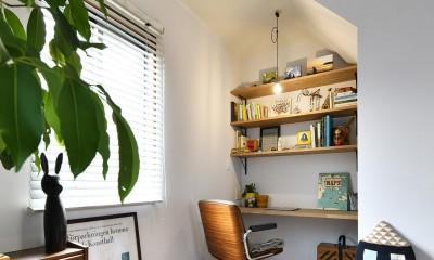 新しい家は体にやさしい自然素材 (可愛い三角屋根のワークスペース)