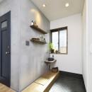 新しい家は体にやさしい自然素材の写真 手洗いコーナー付き玄関