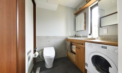 新しい家は体にやさしい自然素材 (コンパクトにまとめた水回り)