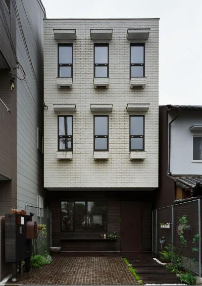 サロンのある家 ー汚れても、古くなっても、可愛いおうち。オランダのアパートメントのような家ー (外観)