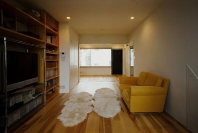 2階リビング (サロンのある家 ー汚れても、古くなっても、可愛いおうち。オランダのアパートメントのような家ー)