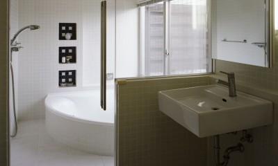 サロンのある家 ー汚れても、古くなっても、可愛いおうち。オランダのアパートメントのような家ー (洗面とバスルーム)
