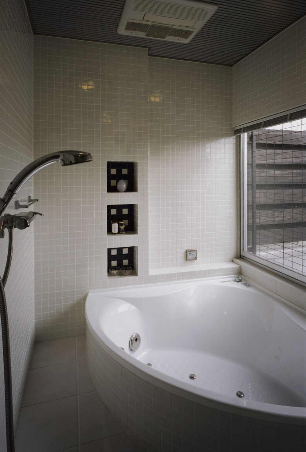 サロンのある家 ー汚れても、古くなっても、可愛いおうち。オランダのアパートメントのような家ー (バスルーム)
