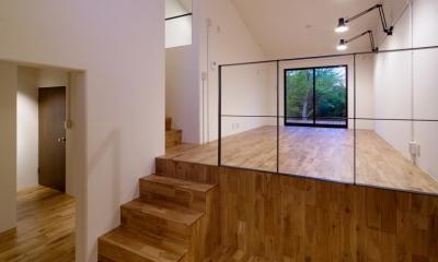 raita 特徴的なRC空間を活かし シンプルかつおしゃれにデザインした戸建テラスリノベ (リビング2)
