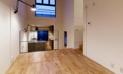 raita 特徴的なRC空間を活かし シンプルかつおしゃれにデザインした戸建テラスリノベ (リビング3)