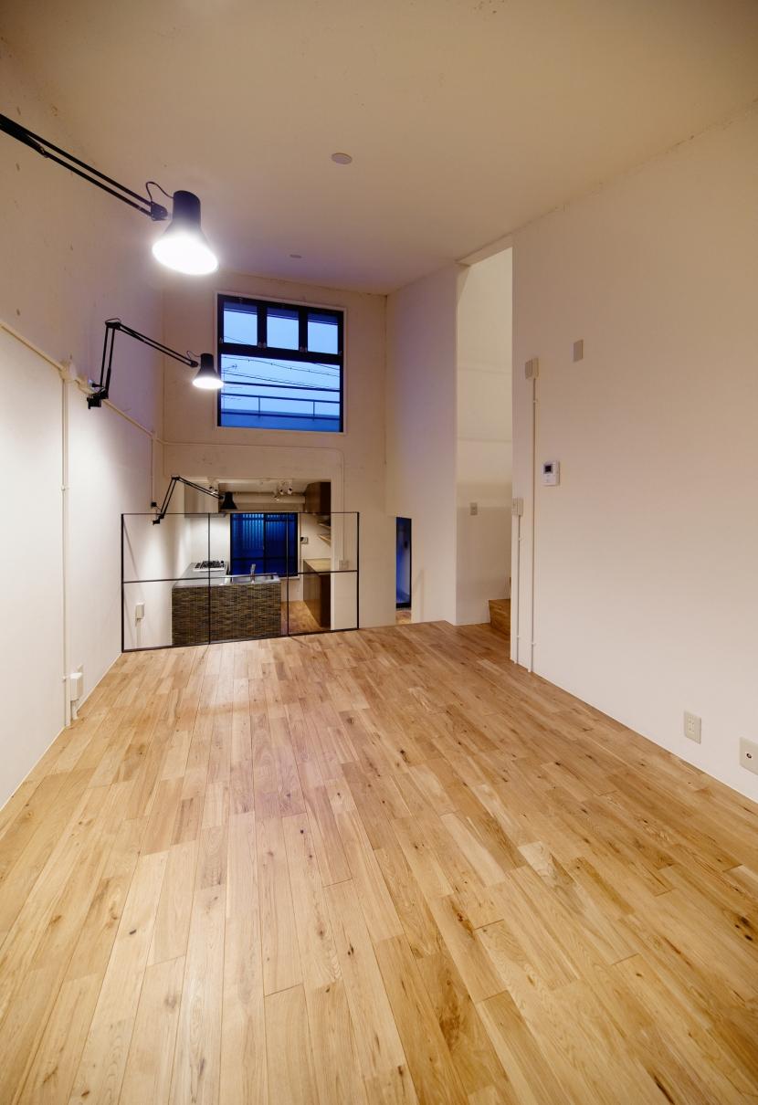 raita 特徴的なRC空間を活かし シンプルかつおしゃれにデザインした戸建テラスリノベの部屋 リビング3