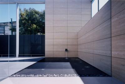 山手の家 (中庭池)