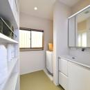 大好きなアジアンテイストの住まいの写真 白を基調とした爽やかな洗面室