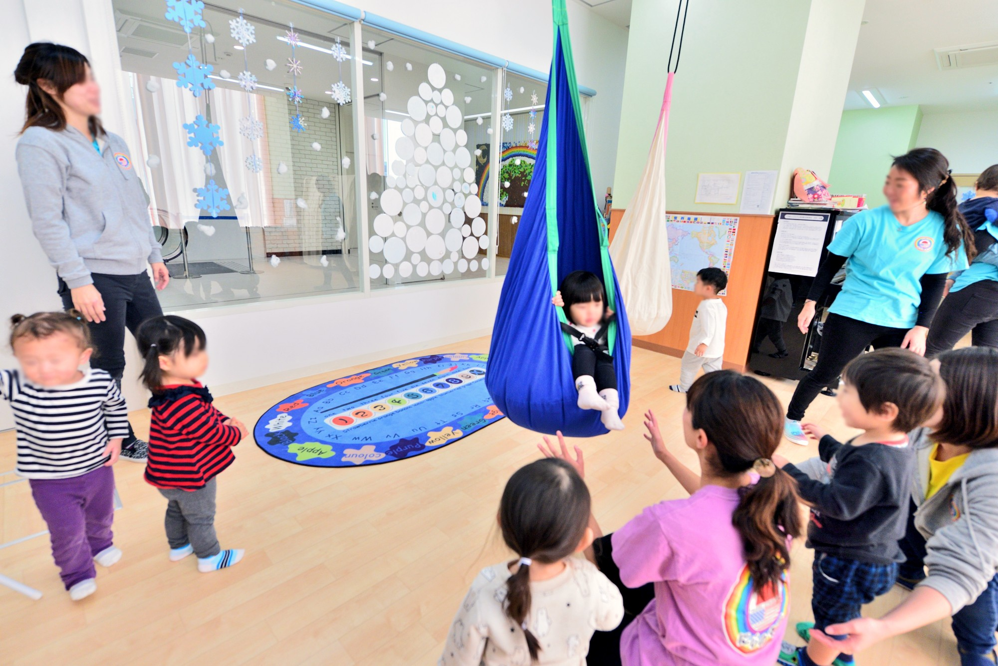 子供部屋事例:2つのハンモックで遊べる大きな空間(横須賀市 ~にじのそら保育園~)