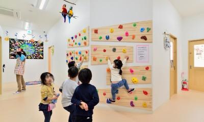 横須賀市 ~にじのそら保育園~ (子どもたちに人気のボルダリングスペース)