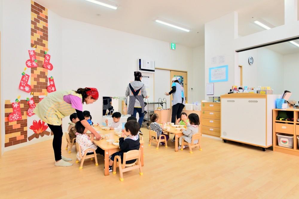 横須賀市 ~にじのそら保育園~ (1歳児の保育室)