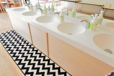 みんなで使える洗面スペース (横須賀市 ~にじのそら保育園~)