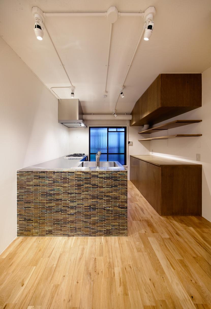 raita 特徴的なRC空間を活かし シンプルかつおしゃれにデザインした戸建テラスリノベの部屋 キッチン