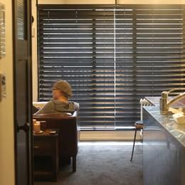 【モノトーン】×【アジアで見つけたビンテージ家具】でつくる東南アジアのリゾートホテル