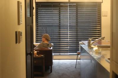 廊下 (【モノトーン】×【アジアで見つけたビンテージ家具】でつくる東南アジアのリゾートホテル)
