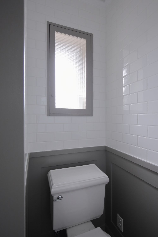 バス/トイレ事例:腰壁と同じ色で統一感を(M邸)