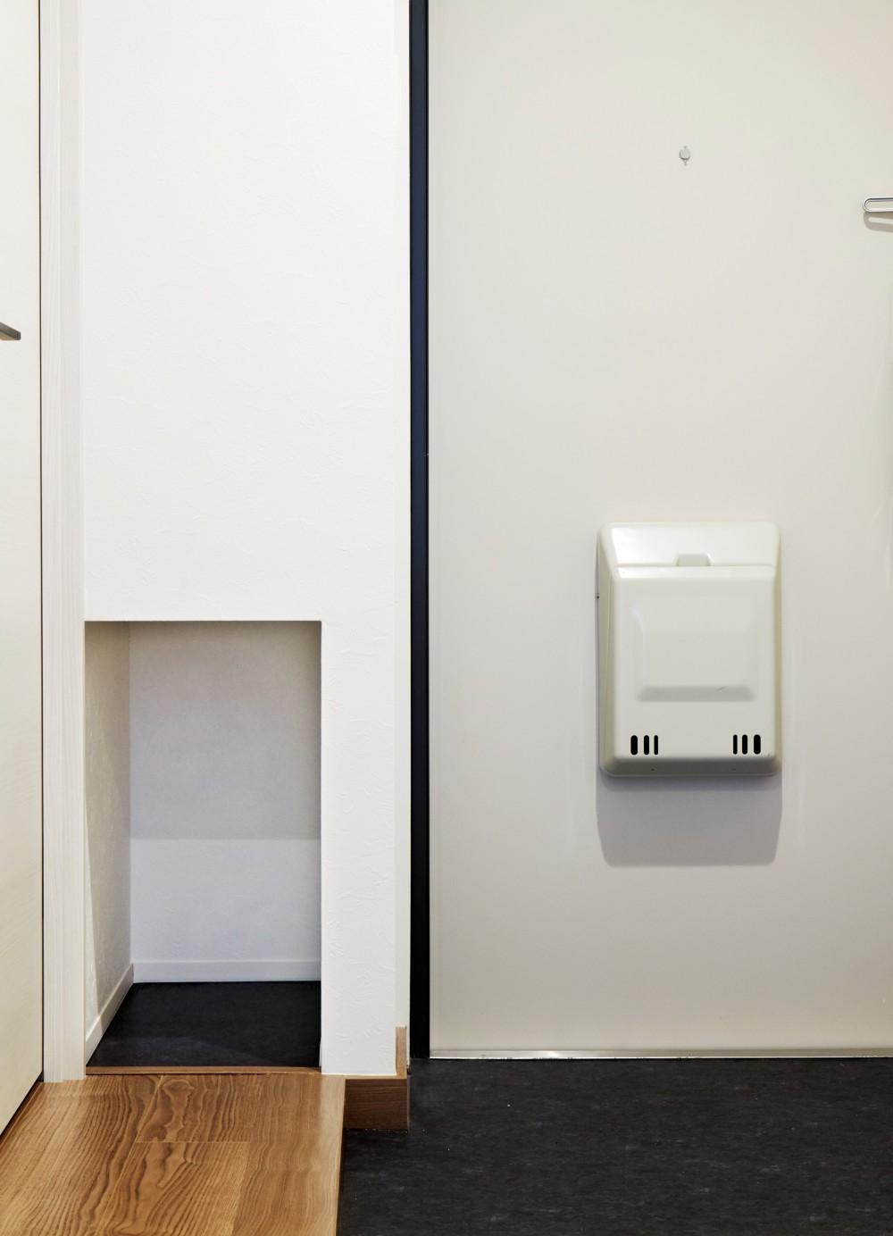 K様邸 ~温かみに溢れるお1人様専用スイートルーム~ (斜めカットと壁面収納)