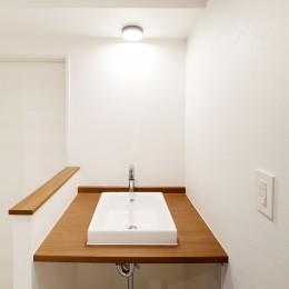 K様邸 ~温かみに溢れるお1人様専用スイートルーム~ (シンプルイズベストな造作洗面台)
