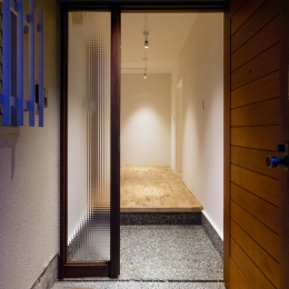 raita 特徴的なRC空間を活かし シンプルかつおしゃれにデザインした戸建テラスリノベ (エントランス2)