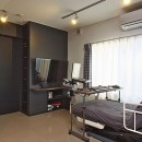 こだわりのデザインを実現したバリアフリーの写真 寝室