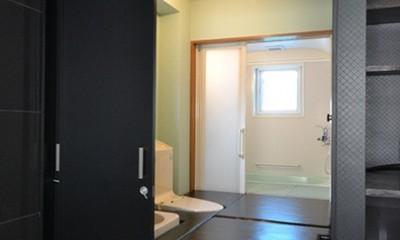 こだわりのデザインを実現したバリアフリー (寝室からトイレ)