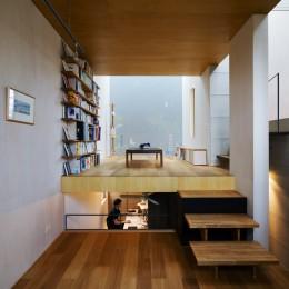 CmSoHo スキップフロアを用い、小さな土地に伸びやかな広がりのある空間を形成 (子どもコーナー)