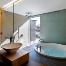 CmSoHo スキップフロアを用い、小さな土地に伸びやかな広がりのある空間を形成の写真 バスルーム