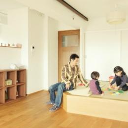 収納スペースも子供の遊び場も確保できる小上がりの畳スペース (リノベーション / Aloha)