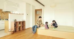 リノベーション / Aloha (収納スペースも子供の遊び場も確保できる小上がりの畳スペース)