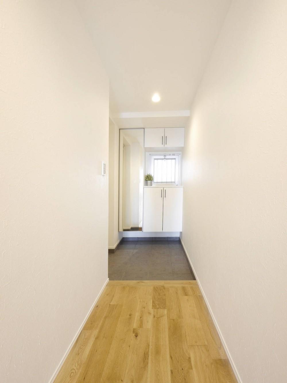 『無垢の暮らしをシンプルに』 (玄関・廊下)