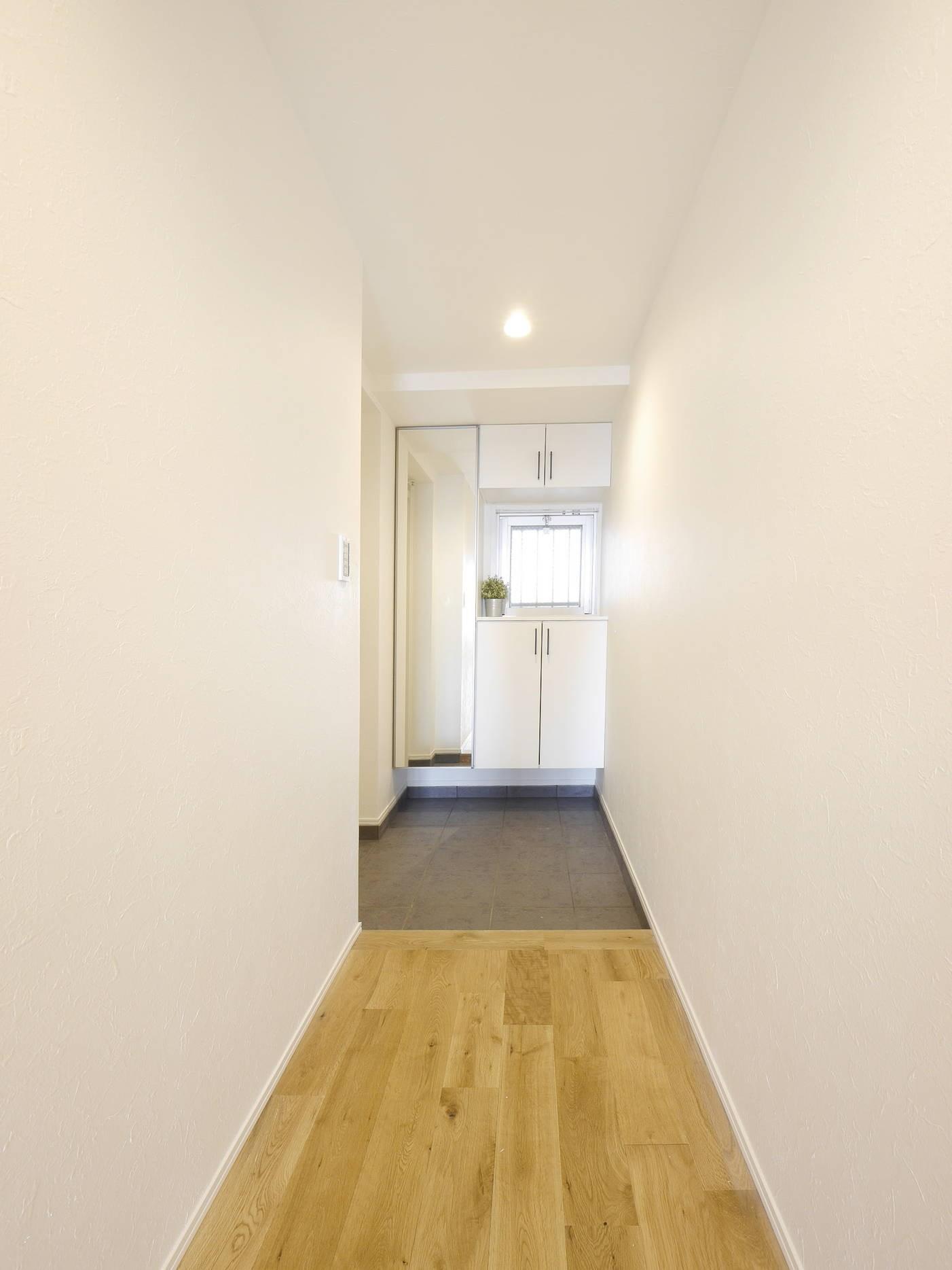 玄関事例:玄関・廊下(『無垢の暮らしをシンプルに』)