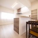 白を基調とした開放感ある3LDKの写真 カウンターキッチン