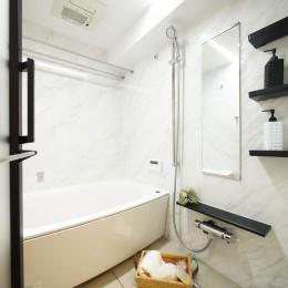 白を基調とした開放感ある3LDK (バスルーム)