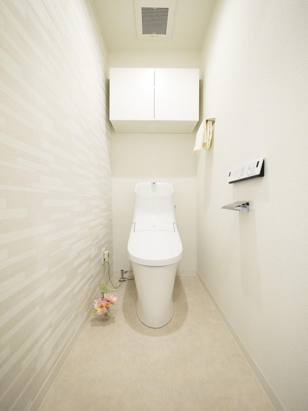 白を基調とした開放感ある3LDK (トイレ)