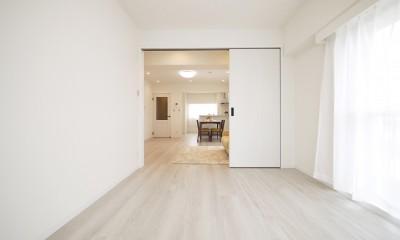 白を基調とした開放感ある3LDK (引き戸の洋室)