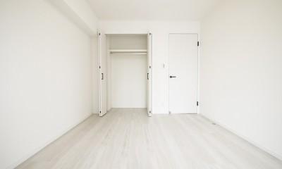 白を基調とした開放感ある3LDK (洋室2)
