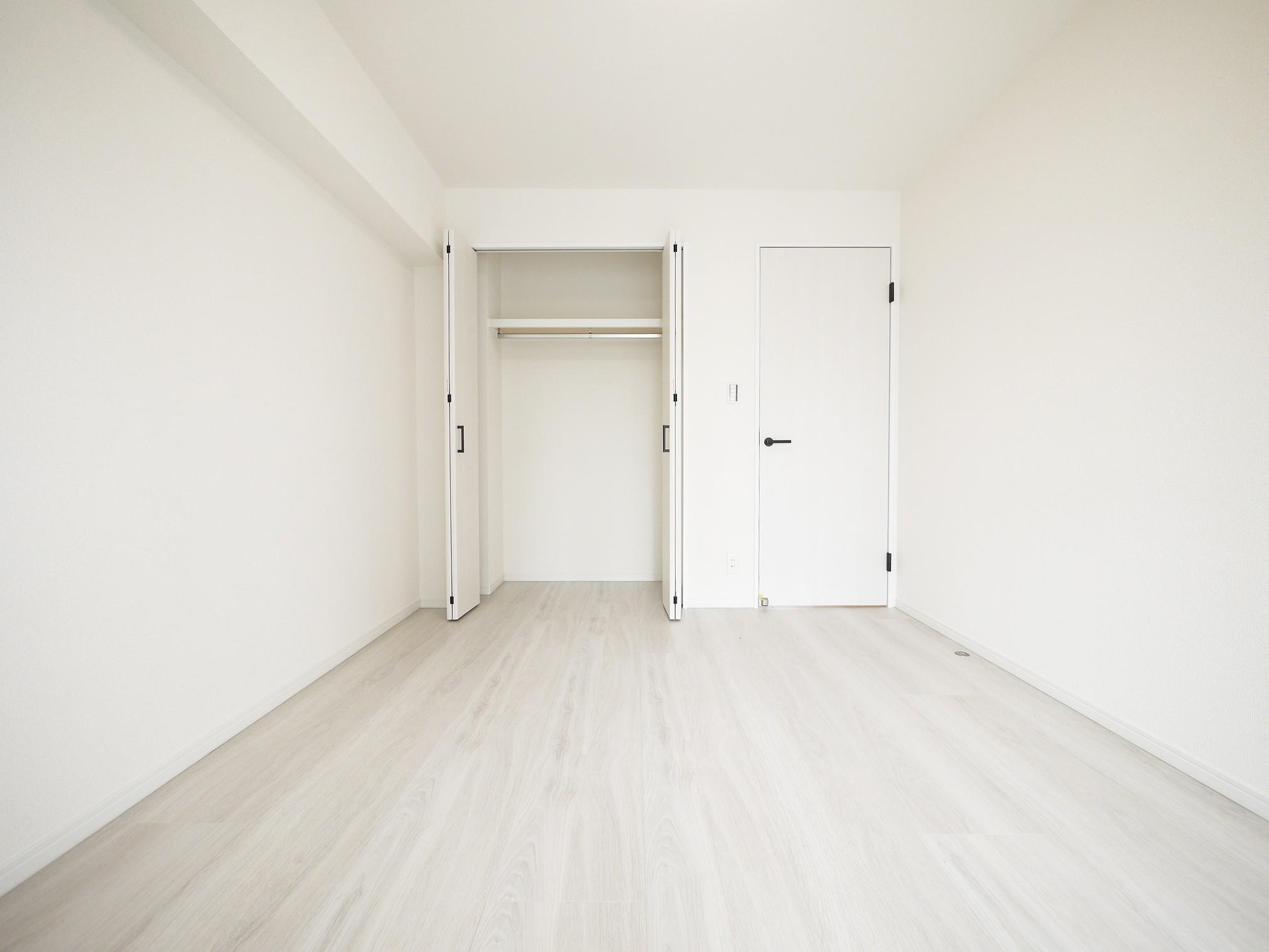 ベッドルーム事例:洋室2(白を基調とした開放感ある3LDK)