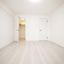 白を基調とした開放感ある3LDK (洋室1)