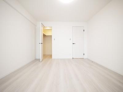 洋室1 (白を基調とした開放感ある3LDK)