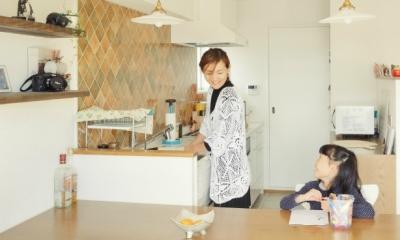 リノベーション / Aloha (会話のしやすい I 型キッチンとダイニング)