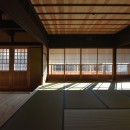 愛知の茅葺き再生の写真 木製建具。